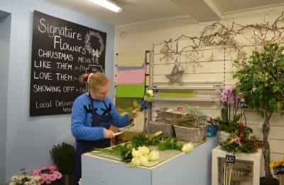 lvs oxford pupil caitlin prepares roses to sell